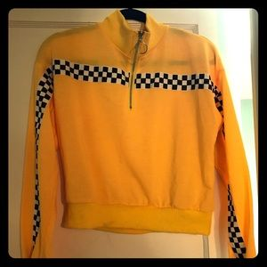 Yellow and checkered cropped sweatshirt